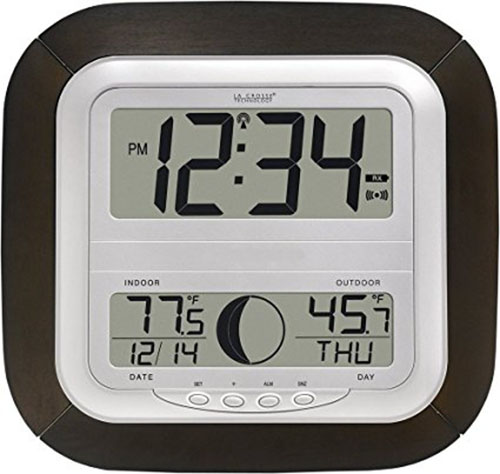6. La Crosse Technology WS-8418U-IT Atomic Digital Wall Clock